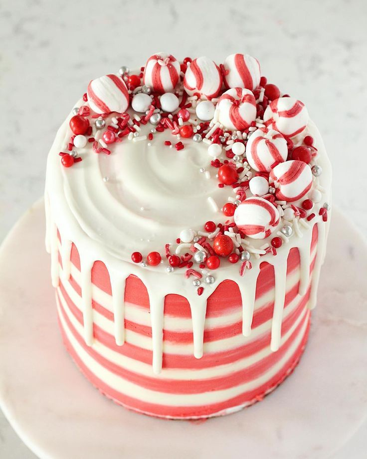 White chocolate peppermint buttercream cake from MANDY | Baking with Blondie (@bakingwithblondie)