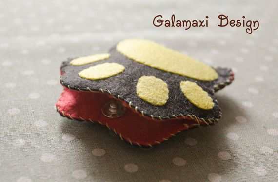 Handmade Felt Cat's Paw Earphone Cord Organizer Felt by Galamaxi