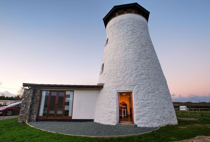 200 year old converted windmill - Venture out and explore craggy coastline and picturesque beaches before getting warm and cosy in this comfy holiday home