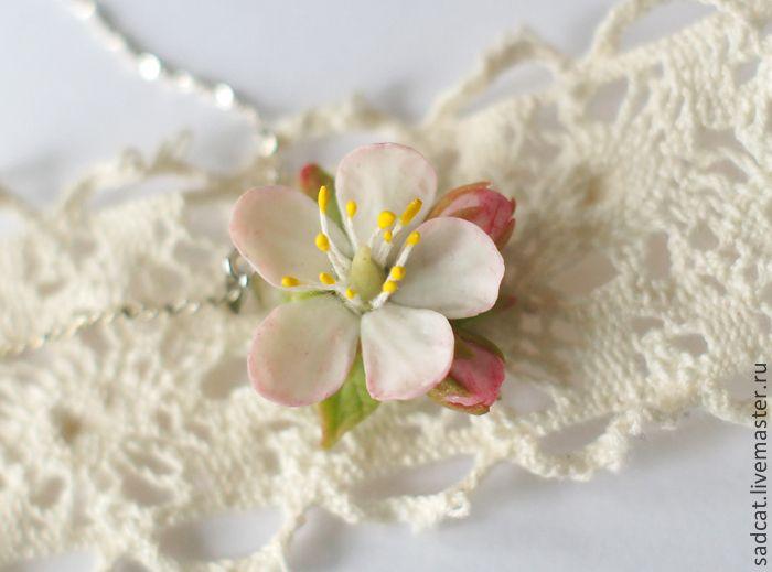 """Купить Подвеска """"яблоневый цвет"""" - цветы из полимерной глины, бижутерия с цветами, весеннее украшение"""