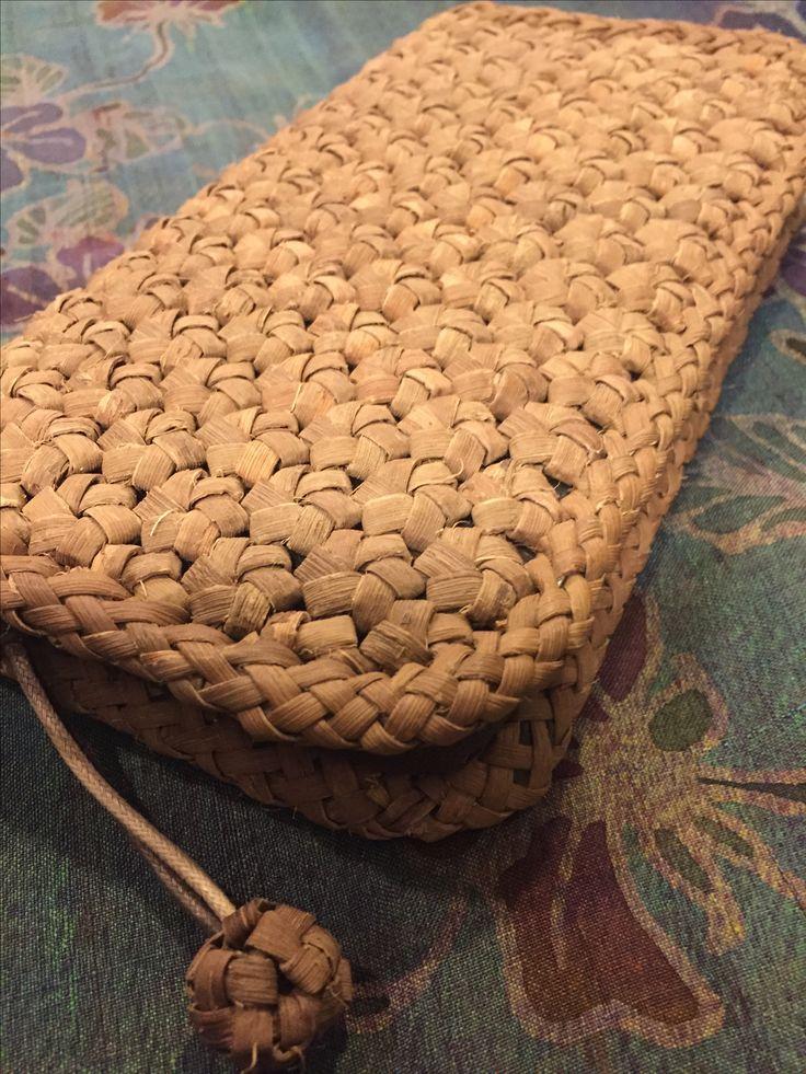 山ぶどうの蔓の皮で編み上げた花結び編みの長財布☺︎