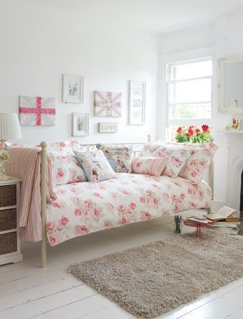 Love the soft pastel accents.  Daybeds are brill, they look so lovely and really versatile too!