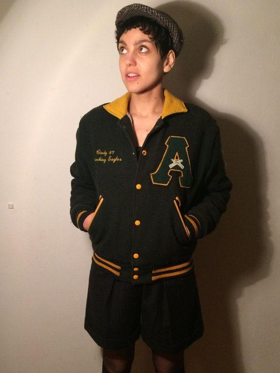 Mooie en warme donkere groene en gele wol en leder varsity jacket