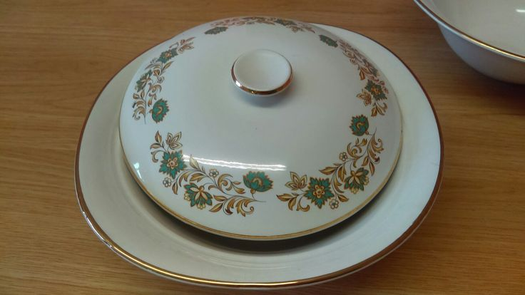 Arklow Tureen. Arklow potteries produced China, stoneware & ceramics in #Ireland 1934-1998.