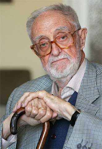 La semana pasada nos dejaba el escritor, humanista y economista José Luis Sampedro con 96 años. Era e l titular del sillón F de la Real Aca...