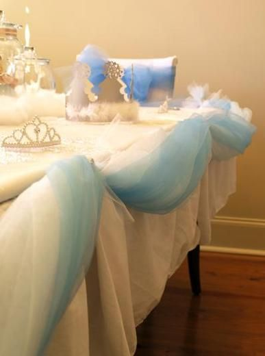 Like the tulle table decorations