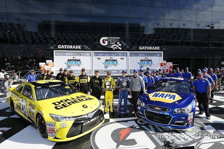 Chase Elliott becomes youngest Daytona 500 pole-sitter in history