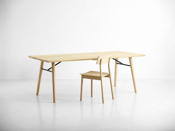 Bring nature inside with the Split dining table and Pause dining chair in beautiful solid oak #diningtable #table #planktable #design #WOUDdesign