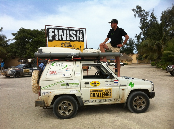 Made it, onze Daihatsu Feroza aan de finish in Dakar.
