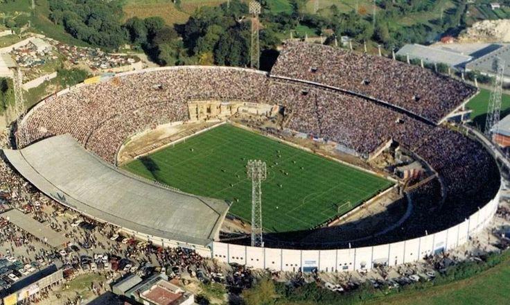 """Estádio das Antas (1952-2004). Construído para substituir o campo da Constituição, o """"estádio do Futebol Clube do Porto"""", na designação oficial, ocupava 63.220 m2"""