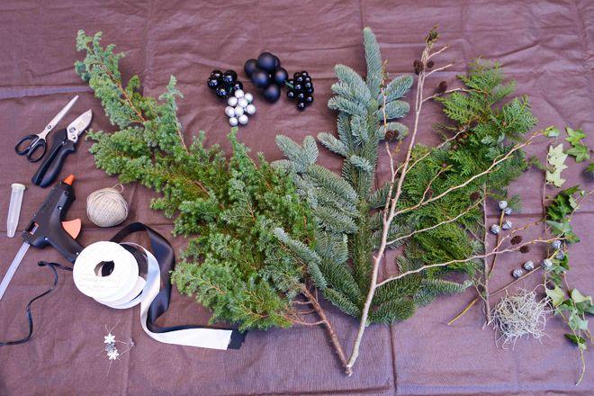 材料はクリスマス感あふれる、枝ものを中心にセレクト。