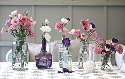 Quien no tienes jarrones con flores, es porque no quiere... Un frasco vale...