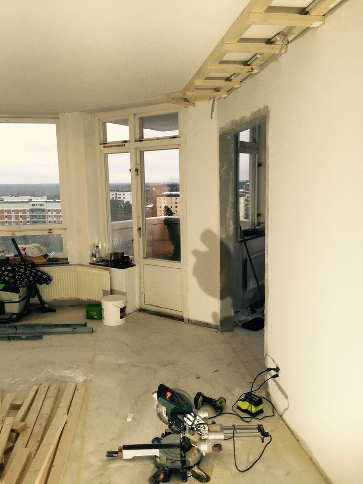 Bygget av taklåda för ledbelysning och högtalare
