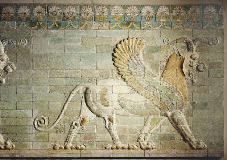 Frise des griffons  Epoque achéménide Règne de Darius Ier, vers 510 avant J.-C.  Suse, Palais de Darius Ier Briques siliceuses à glaçure