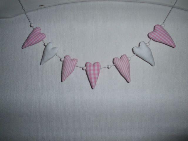 Girlanden & Wimpelketten -  Girlande mit 7 Mini Herzen aus Stoff - ein Designerstück von maincoon1710 bei DaWanda