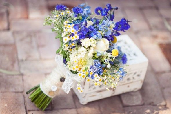 I'm not a big fan of the color blue, but this bouquet is beautiful thanks to the stunning blues.