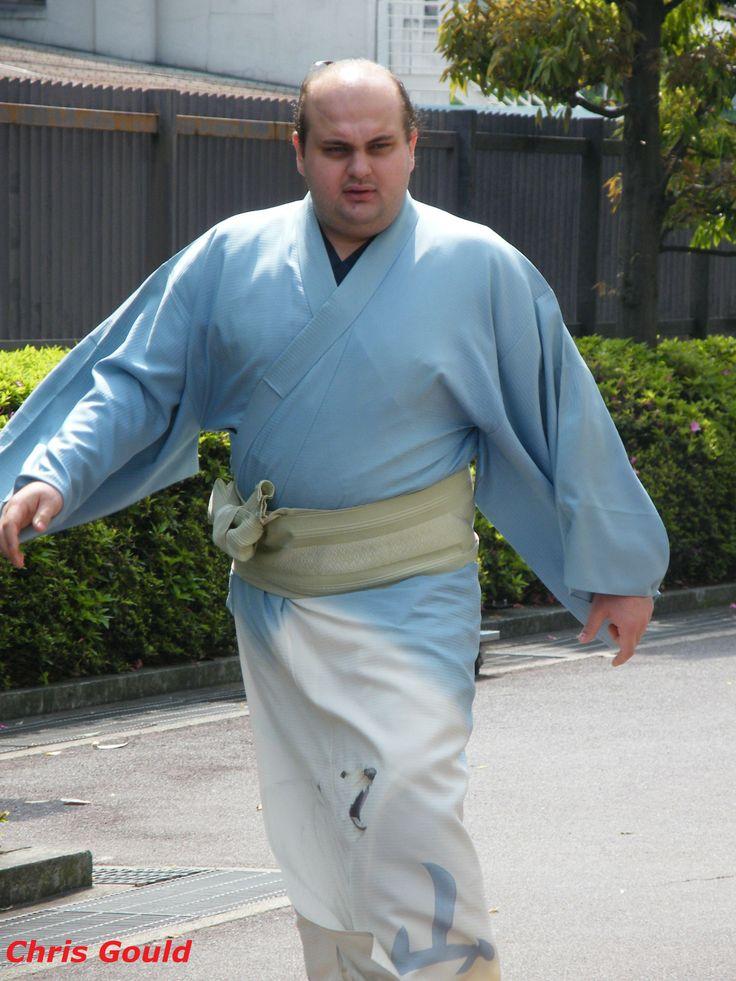 Follically-challenged Russian giant Hakurozan walking into work, May 2008.