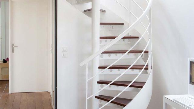 peut on peindre sur un escalier vitrifi