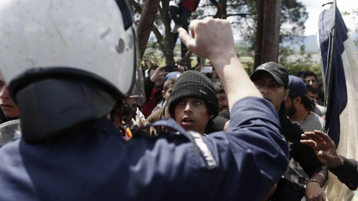 Opstootjes tussen vluchtelingen en politie in Idomeni | NOS