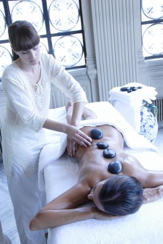 Massaggio con Pietre Vulcaniche