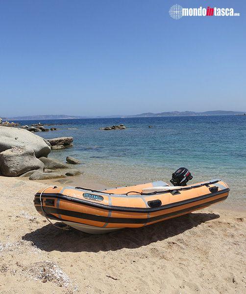 Approdo in gommone sulla spiaggetta del Resort Valle dell'Erica - #SantaTeresaGallura