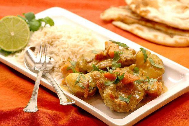 Kip Bunjal is een Indiaas recept dat ook op de Surinaamse menukaart voorkomt. In India wordt het traditioneel met rijst en naanbrood geserveerd, terwijl men in Suriname er altijd roti bij eet. Het is een makkelijk recept waarvoor je de ingrediënten...