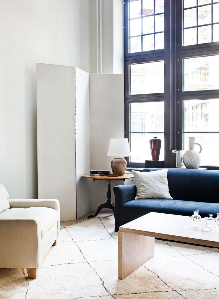 Radiofabriken / Industriverket #oscarproperties Oscar Properties, Oscarproperties, pots, krukor, table, windows, window, table, painting, sofa, blue sofa, vikvägg, carpet, living room