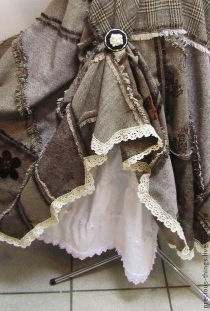 Макси юбка `Твидовый пэчворк`. Юбка-солнце в стиле бохо, собранная из кусочков твида разного размера и фактуры. Пояс на резинке. Неровный низ позволяет демонстрировать оборки и кружева нижних юбок.  Подходит для размеров 44 - 52.