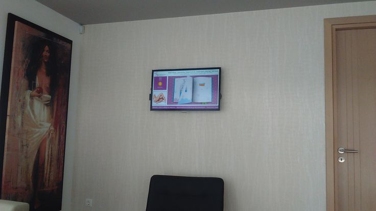 Mέσω της οθόνης ψηφιακής σήμανσης - Digital Signage στο ιατρείο, προβάλλονται χρήσιμες πληροφορίες που απευθύνονται σε έγκυες γυναίκες και νέες μαμάδες, για την ανάπτυξη του μωρού τους.