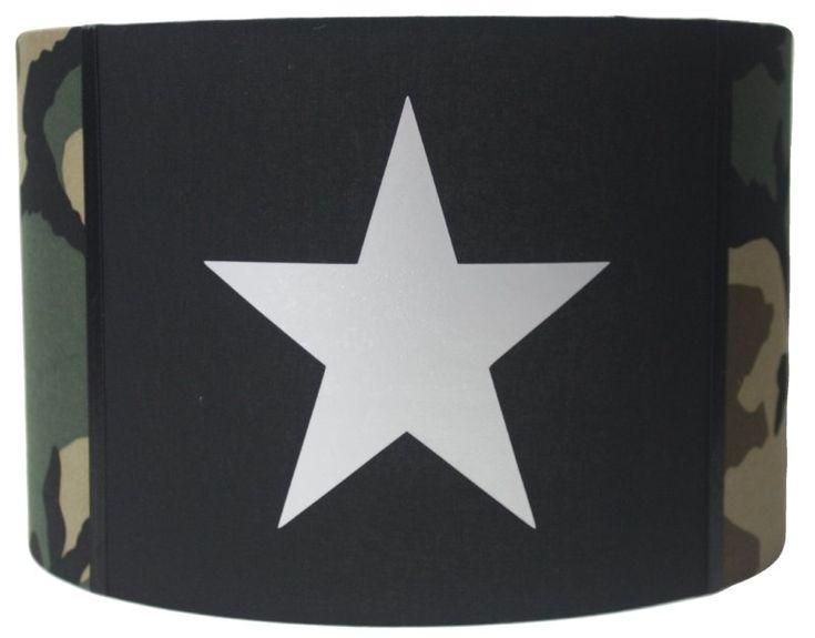 Lampenkap leger: zwart, camouflage en zilveren ster. Gemaakt door het Koningshuisje