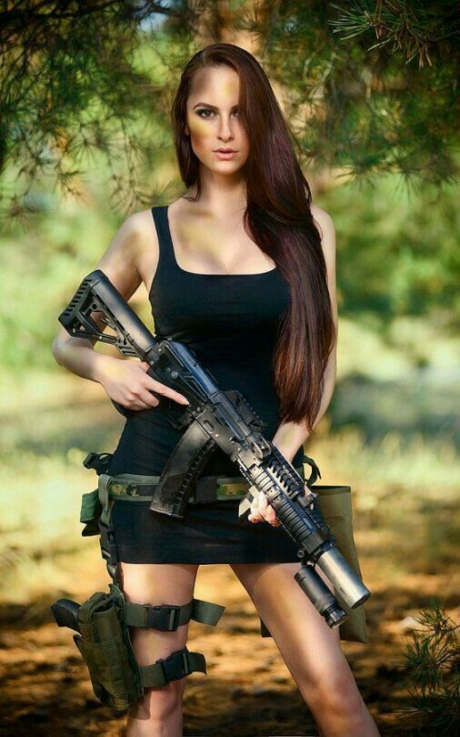 Фото девушек с оружием без одежды