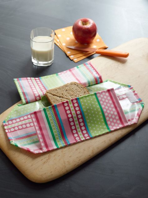 Betz White treats us to this terrific DIY reusable sandwich wrap from her new book Sewing Green. Yummy!