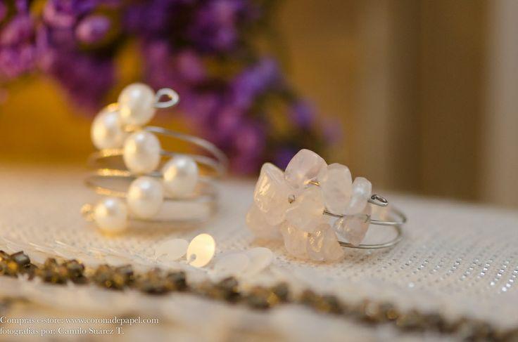 Juego de dos anillos en espiral con perlas naturales y cuarzo rosado | Corona de Papel Accesorios