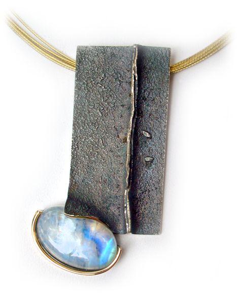 Elisenda de Haro - Colgante grande Noche | Piedra luna, plata oxidada y oro