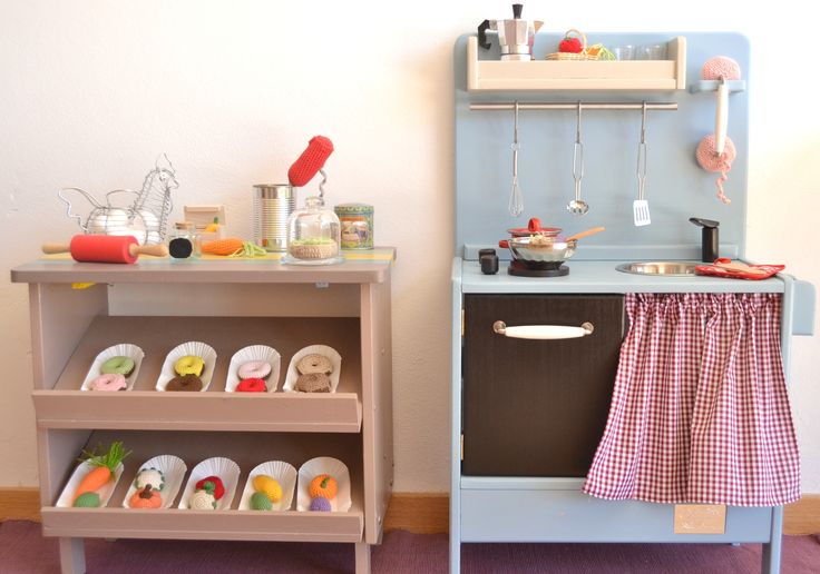 Wooden toy kitchen. PETIT model #woodentoy #woodenkitchen #macarenabilbao