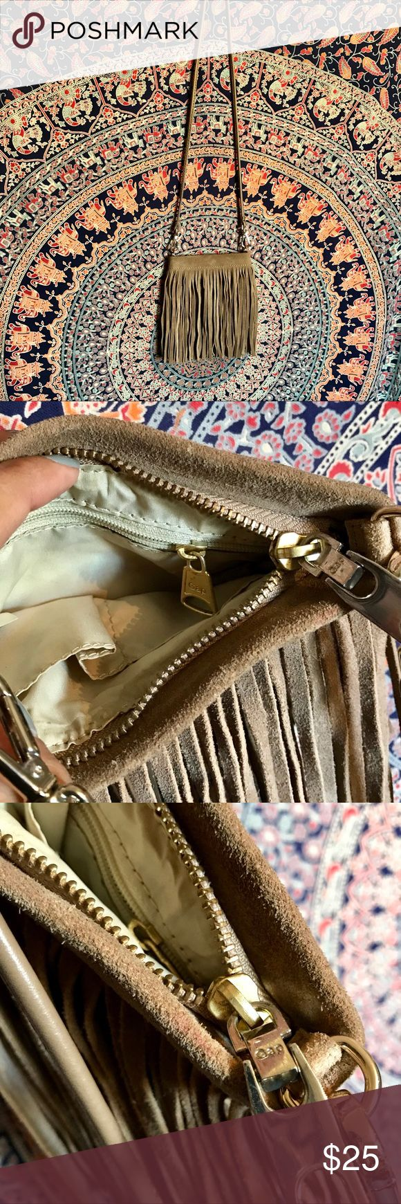 Leather Gap Purse 💕✨ super cute ! Good condition ✨ Body: cow leather  Lining: 100% polyester GAP Bags Shoulder Bags