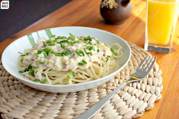 Obiad błyskawiczny: sos serowy z makaronem i boczkiem