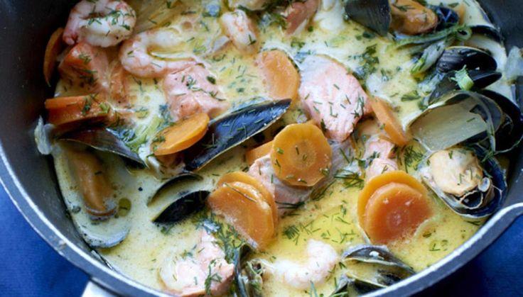 Imponér med denne enkle, men nydelige retten. Like god til hverdag som til fest! Du kan variere med ulike typer fisk og skalldyr, server gjerne med nystekt brød og smør til.