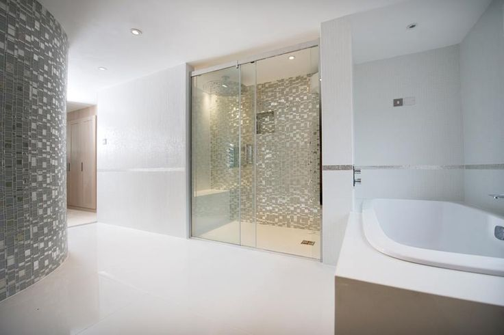 A very famous person, he had a cameo in the original Casino Royale movie, has chosen Trend glass mosaics and agglomerates to cover its own bathroom
