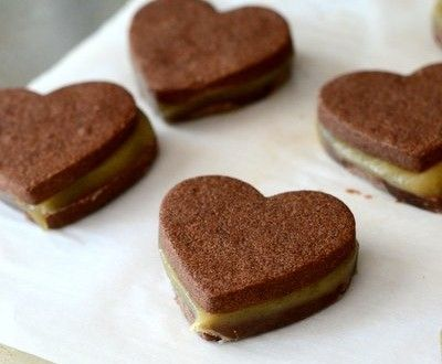 Chocolate-Dipped Chocolate Caramel Sandwich Cookies | Baking Bites