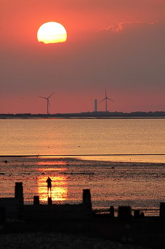 Wind turbine sunset - Whitstable, Kent, England (by Jim Higham on Flickr)