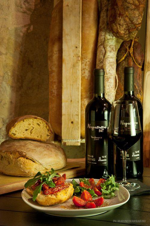 #Friselle pugliesi e #vino. #Puglia #food #local