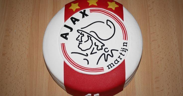Deze Ajax-taart, speciaal voor mij allerliefste man. Gemaakt toen hij gisteren (hoe kan het ook anders) naar Ajax was.  ...