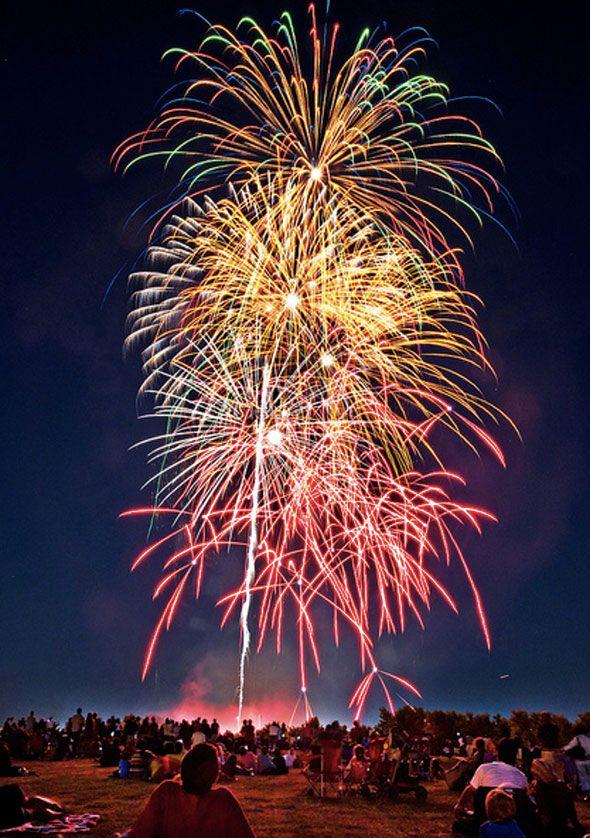 Canada Day fireworks at Downsview Park, Toronto - Gelosaur http://www.flickr.com/photos/gelosaur/7484901650/in/pool-26909951@N00/