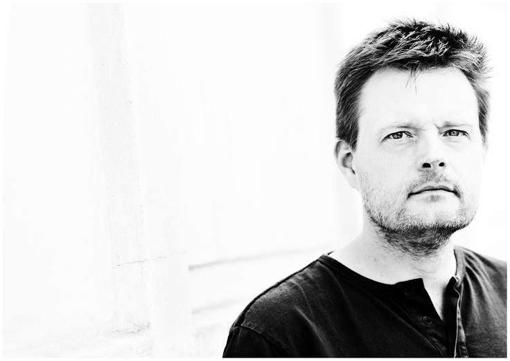 Robert Dam var med i scientologirörelsen i 20 år, och hans självbiografi Avhopparen, som också ger en överblick över scientologins historia, har blivit mycket uppmärksammad både i hans hemland Danmark och internationellt.