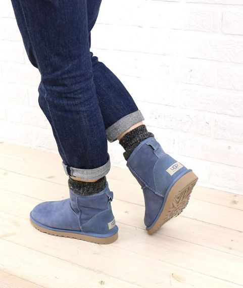 snow boots on casual hijab styles uggs boots ugg boots rh pinterest com