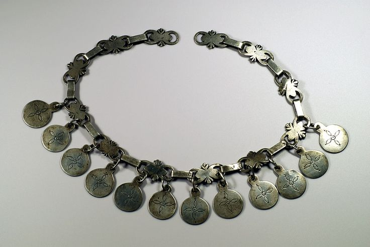 Trarilonko (diadem) Late 18th century Chile, Mapuche people Made by Mapuche men for their wives, this diadem is worn together with many other accessories