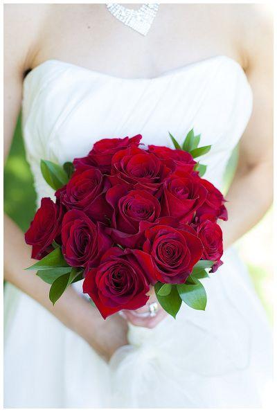 Red roses bouquet - classic and timeless by Wedding Belles Decor #redrosebouquet #redroses #ottawadecorator #ottawaflowers #ottawabrides #weddingbouquet #bridebouquet