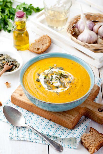 Суп из запеченной тыквы и моркови с песто из грецких орехов со сладким перцем - Life tastes great!