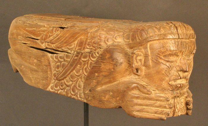 Tambor de madera cultura mexica  Periodo: Post-Clásico Tardío, 1430- 1600 d.c  La música revestía características de trascendental importancia en las fiestas religiosas del pueblo Azteca. Estas ceremonias incluían bailes, cantos, discursos y poesías, todos los que eran acompañados por grupos de músicos que interpretaban, de preferencia, instrumentos de viento y de percusión. A esta última categoría pertenece este tambor de madera,teponaztli,en lengua nahuatl.